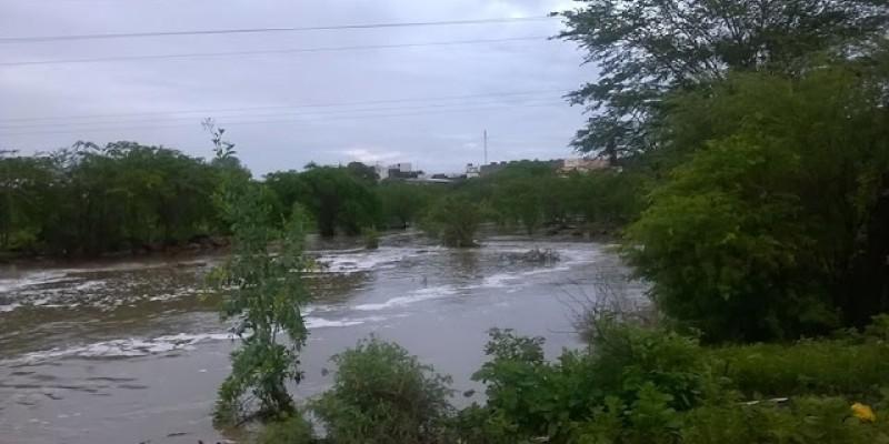 Em São Lourenço da Mata, a atenção é com o nível do Rio Capibaribe.