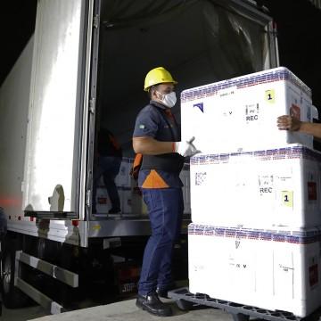 Distribuição de vacinas para os municípios pernambucanos inicia nesta terça (19)