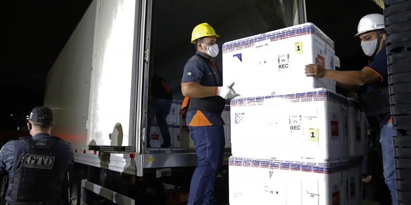 A logística é apoiada com seis caminhões, sendo quatro refrigerados, adequados para longas distâncias