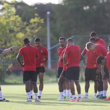 Guto Ferreira faz mistério na escalação do Sport
