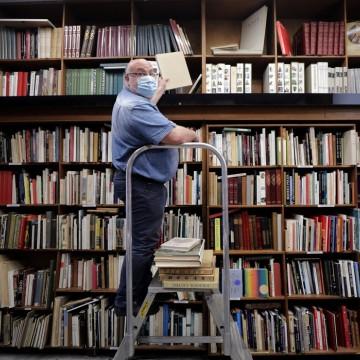 Retirar a isenção de impostos na venda de livros trará impactos sociais e educacionais