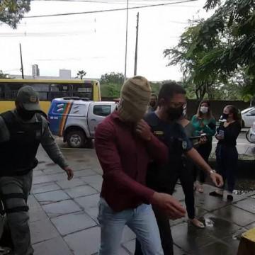 Polícia prende suspeitos de corrupção, venda de armas e desvio de dinheiro público