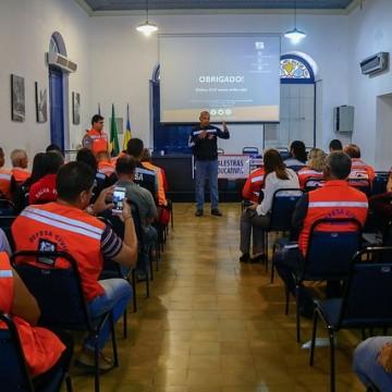 Defesa Civil capacita equipes para período chuvoso