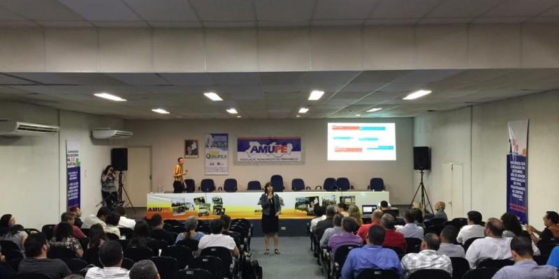 Encontro reuniu mais de 100 prefeitos na sede da Amupe.