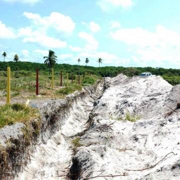 Dono de terreno na praia de Muro Alto recebe multa por obra irregular