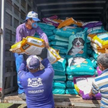 Onze toneladas de ração são doadas para abrigos de animais em Jaboatão