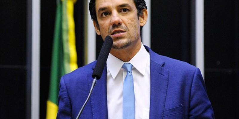O deputado também defende o nome de Raquel Lyra para governo do estado em 2022