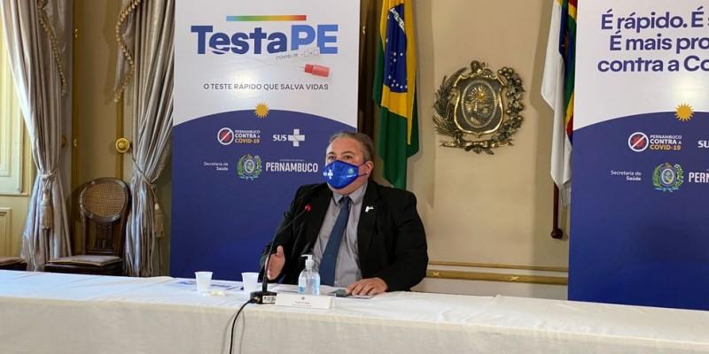 O secretário de Saúde disse  que é preciso continuar com os cuidados com o uso da máscara, álcool a 70% e manter o distanciamento social