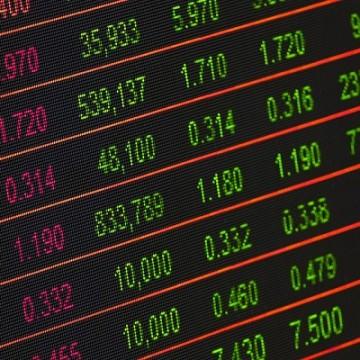Bolsa sobe 7,5%, e dólar cai para R$ 5,03 em dia de trégua