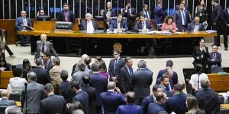 Proposta do relator Jerônimo Georgen (PP-RS) teve 345 votos a favor, 76 contra e uma abstenção