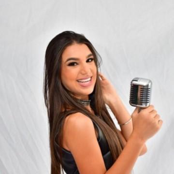 Cantora Micka Alves, de Riacho das Almas, lança canção nesta segunda-feira