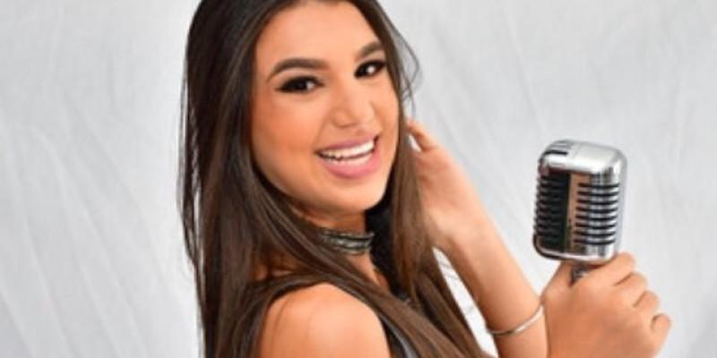 Micka participou do reality show Canta Comigo Teen da TV Record