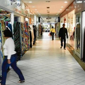 Vestuário e acessórios impulsionam aumento nas vendas do varejo