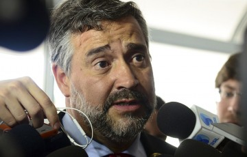 """Líder do PT diz que o brasil está sendo gerido por um """"desequilibrado"""""""