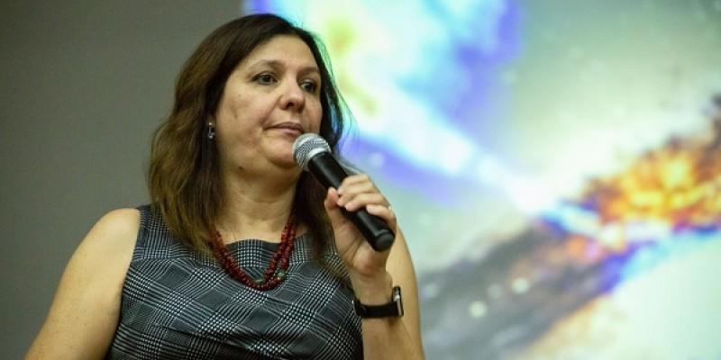 Astrônoma e astrofísica, Duília de Mello fala sobre pesquisa espacial, divulgação científica e a baixa presença feminina no meio