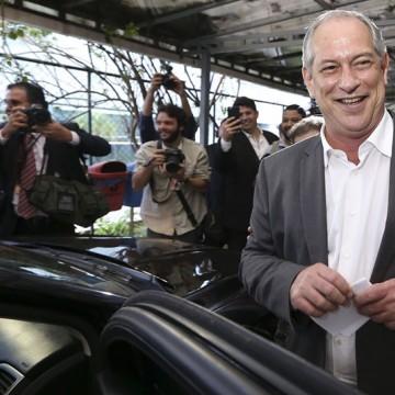 Ciro faz palestra em BH e baixa o sarrafo em Bolsonaro