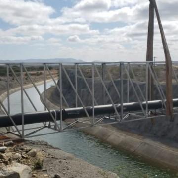 Compesa constrói travessia sobre canal de transposição do Rio São Francisco para levar água para Custódia