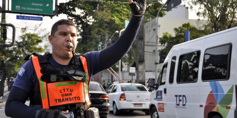 Operações de trânsito foram montadas para monitorar partidas de futebol, além de procissões para São Sebastião