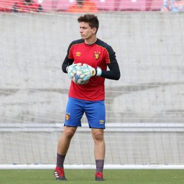 Guto Ferreira elogia goleiro Luan Polli em sua estreia pelo Sport
