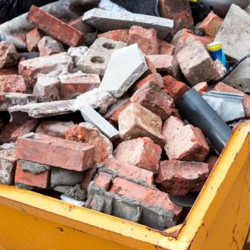 Restos de construção civil são reaproveitados em Caruaru