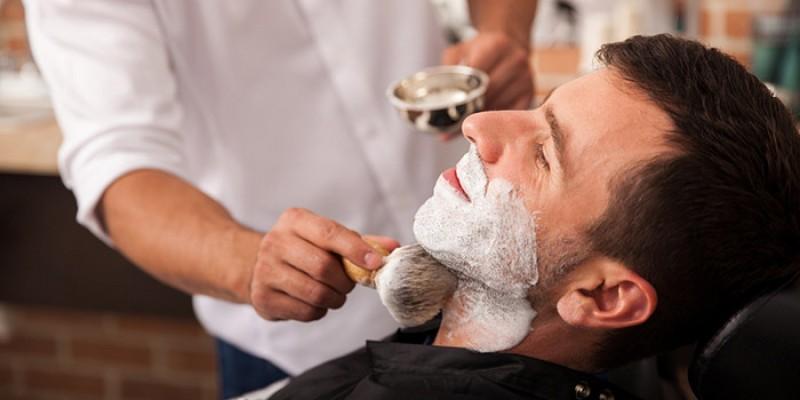 As atividades são relacionadas a exemplo de cursos para formação de barbeiros, eletricistas, manicures e designers de sobrancelha