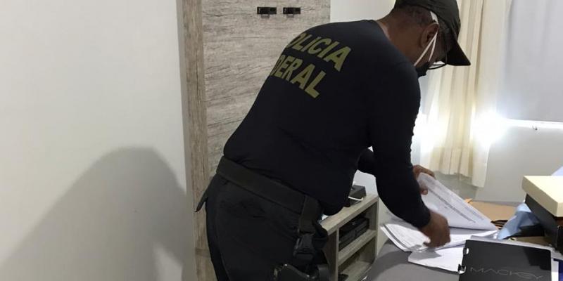 Os policiais federais foram para o Departamento de Licitações, vinculado à 1ª Secretaria da Casa