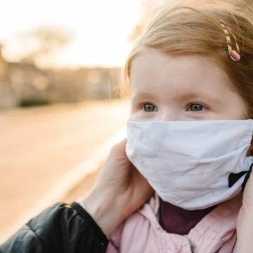 Entenda como estimular o uso da máscara por crianças e jovens autistas