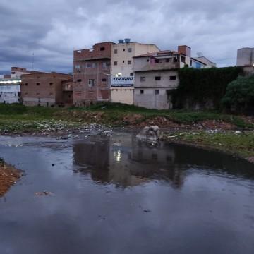 Gestores públicos trabalham com remediação e não com prevenção, e chuvas tornam visível problemas estruturais das cidades, diz biólogo