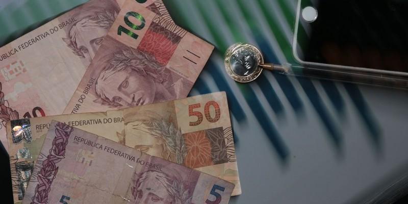 Projeções do governo seguem acima da expectativa do mercado financeiro