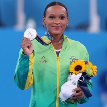 Rebeca Andrade conquista medalha de prata inéditapara o Brasil na ginástica das Olimpíadas