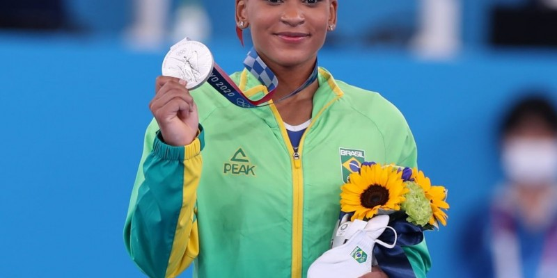 Ginasta de 22 anos fica atrás apenas da americana Sunisa Lee no individual geral e se torna a primeira medalhista olímpica da ginástica feminina do Brasil