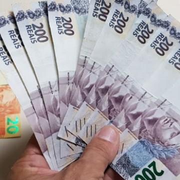 Polícia Militar prende uma bombeiro civil com notas falsas de R$ 200 em Carpina
