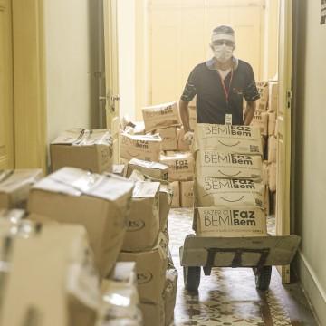PCR distribui 815 cestas básicas a profissionais ligados ao São João