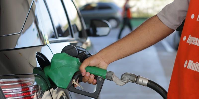 Com mais esse reajuste, o litro da gasolina passará a custar R$ 2,48 e o do diesel, R$ 2,58 nas refinarias.