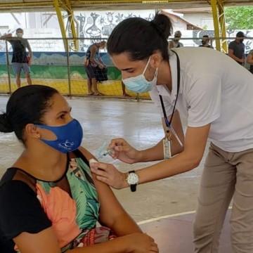 Após imunização em massa, Fernando de Noronha atinge 90% da população adulta vacinada com a primeira dose