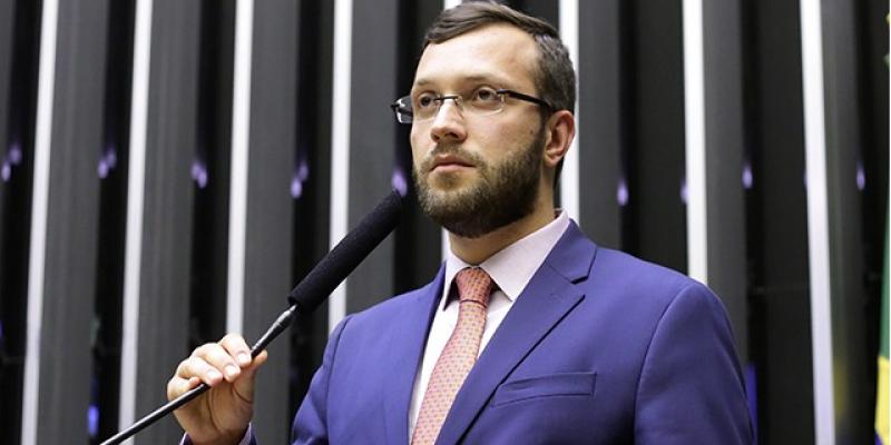 O parlamentar defendeu a possibilidade de um marco para as instituições nacionais