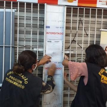Três bares do Centro do Recife foram interditados pelo Procon por descumprimento do decreto do governo