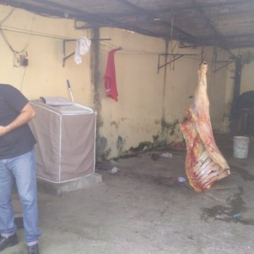 Abatedouro clandestino é fechado em São Lourenço da Mata