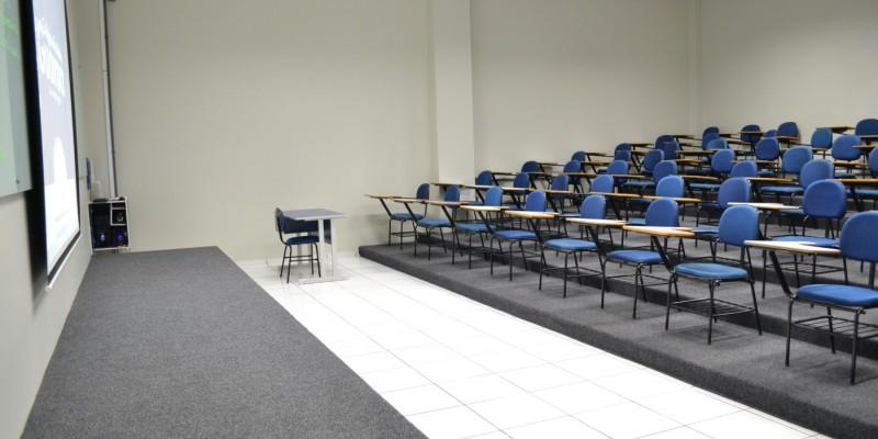 Até o dia 15 de setembro, fica prorrogada a proibição de atividades presenciais na educação básica.