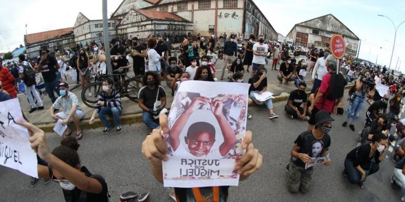 Responsável pela ação, a advogada Rafaela Carrilho revelou que a família da criança vem sofrendo ofensas por conta da solicitação judicial