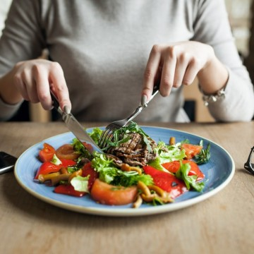 """""""Um corpo saudável e uma boa estética estão ligados a uma alimentação saudável"""", afirma gastrônoma e nutricionista, Fábia Gurgel"""