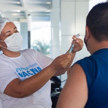 Olinda começa a vacinar contra a Covid pessoas a partir dos 18 anos