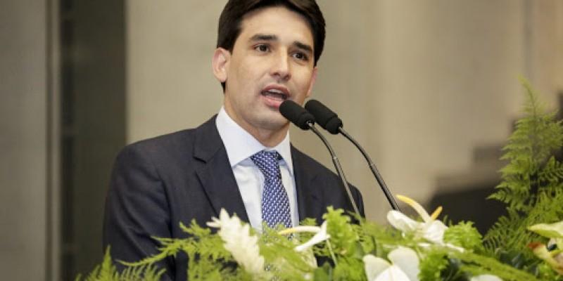 Silvio Costa Filho defende que haja uma premiação meritocrática para destacar os bons servidores públicos, com o objetivo de motivá-los