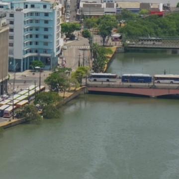 Motoristas de ônibus da RMR realizam protesto contra acúmulo de funções