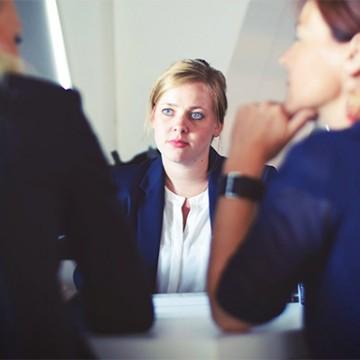 Projeto 'Xegamiga, eu te escuto!' oferece apoio psicológico, jurídico e profissional para mulheres vítimas de violência doméstica