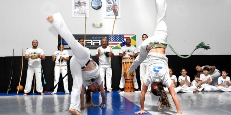 A ginga da capoeira tem encantado cada vez mais os americanos nas academias dos Estados Unidos