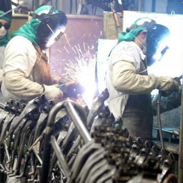 Indústria recua 11,7% no mês de abril em Pernambuco