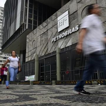 Petrobras lança edital para arrendamento de terminal de regaseificação
