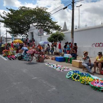 Cemitérios públicos de Caruaru estarão abertos para a visitação no dia de Finados