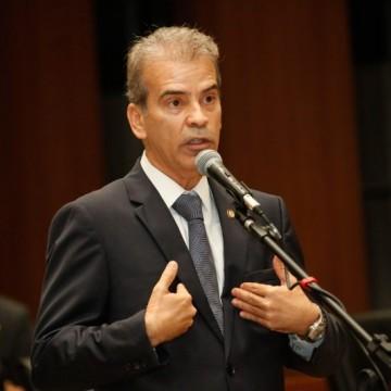 Deputado Alberto Feitosa faz duras críticas ao governo do estado sobre distribuição e logística na vacinação